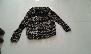 Majica sa leopar printom detalj veze se sa strane oko vrata novo - Backa Palanka