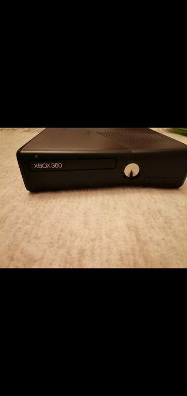 Elektronika - Novi Pazar: Na prodaji Xbox360 konzola je kao nova uz nju dolaze 2 dzojstika, prat