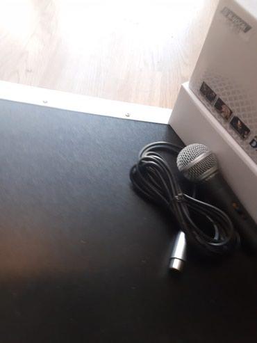 Bakı şəhərində Şunurlu mikrofon.Vokal və instrumental məqsədli istifadə oluna