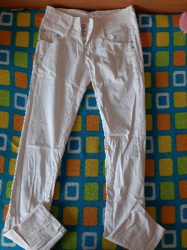 Bele-siroke-pantalone - Srbija: Bele pantalone, nenošene, veličina 26