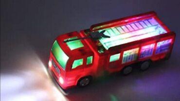 Vatrogasno vozilo sa lighte show efektimaRadi na 3AA×1,5V baterije