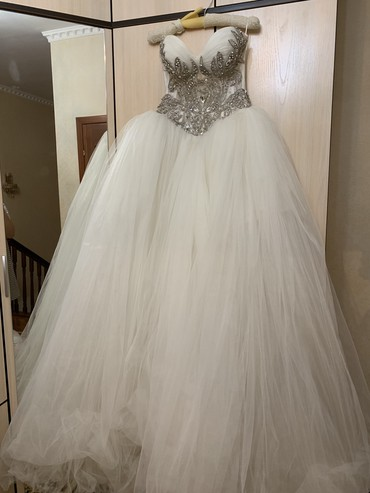 Платья - Баетов: Продаю свое свадебное платье, цвет айвори, очень пышное, сзади чуть