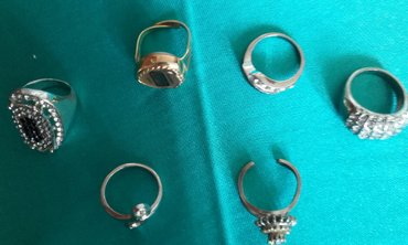 Prstena 4 od nikla i 1 sa digitalnim satom sve za 400 din. - Pozarevac