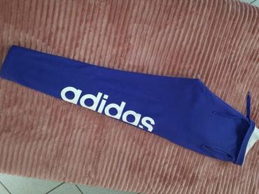 Forma adidas panteloni k t-shirt small σε Athens