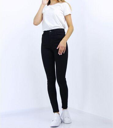 Женские, черные джинсы скини, с тонким начёсом. Надевала несколько