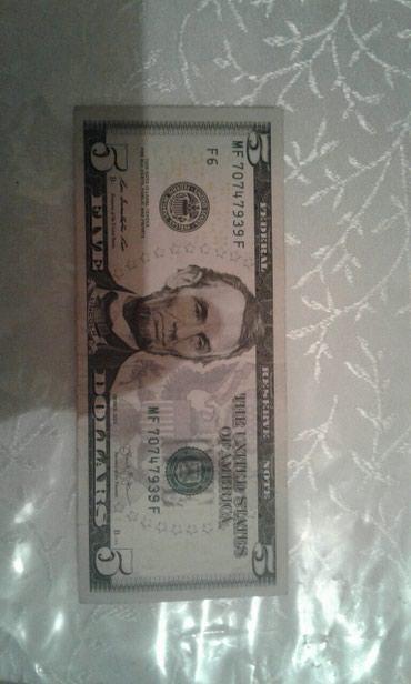 Bakı şəhərində 5 lik dollar satilir