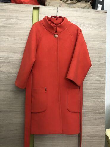 жен пальто в Кыргызстан: Как раз на весну! Продаётся красивое, стильное пальто. Размер: 44. Цве