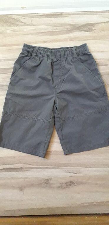 Amisu karirane bermude - Srbija: Bermude za dečaka, tamno sive boje, sa džepovima. Veličina 104