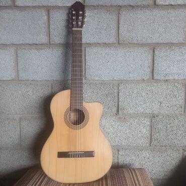 Спорт и хобби - Кемин: Гитара отличная,струны нейлоновые, очень хорошо подойдёт для