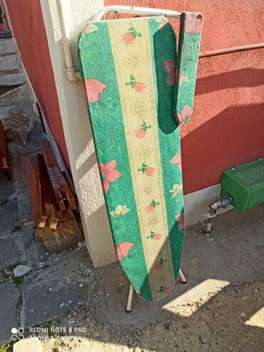 Ütüləmə lövhələri - Azərbaycan: Paltar ütüleyen