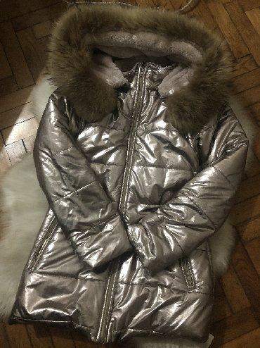 Zimska jakna, zlatne bojje, kupljena pre mesec dana i placena