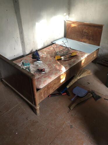 Старая мебель, советская, все дерево, каждый предмет - 500 сом   Крова