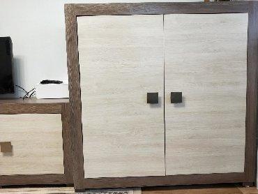 Продам недорого мебель- небольшая горка -шкаф с двумя тумбами