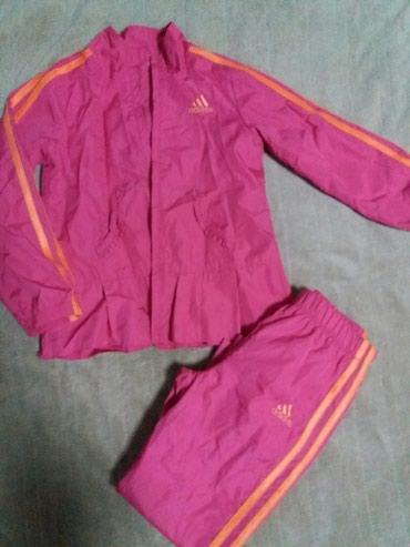 Спортивный костюм адидас оригинал, на 4-6лет, состояние идеал,носила
