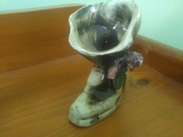 Ukras za kuću keramička čizmica odlično očuvano, visina 10 cm, iz hola - Pozarevac