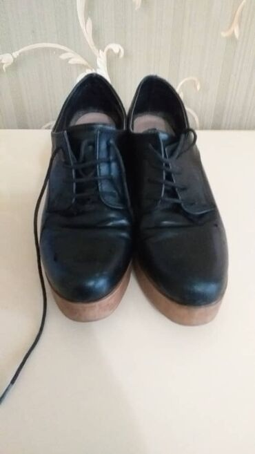 кожаные амбушюры для наушников в Кыргызстан: Кожаные ботинки на очень качественной платформе от испанского бренда P