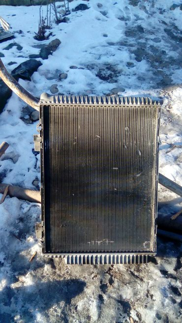 Радиатор на мерс 3.2 автомат в Лебединовка