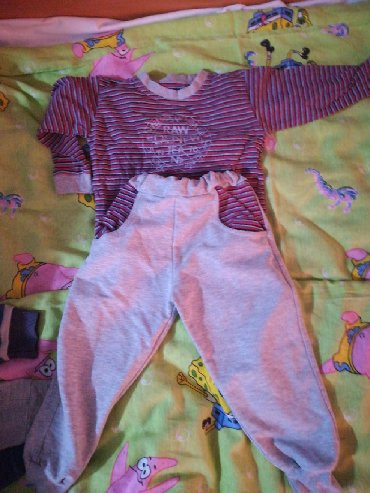 Dečija odeća i obuća - Rumenka: Očuvana dečija trenerka za dete od 12do 18 meseci