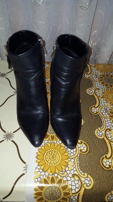 cizme sa malim vidljivim ostecenjima br.39 - Beograd