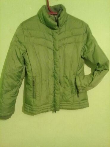 Куртка 46 48 очень легкая теплая состояние нового продаю