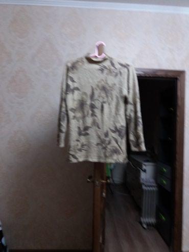 Продаю теплую женскую кофту в Бишкек