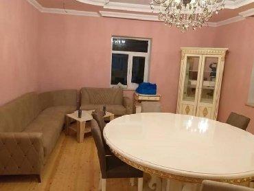 yumru busqalter - Azərbaycan: Yumru (dairəvi) stol. Maşın kraskası ilə kraskalanıb. Heç istifadə