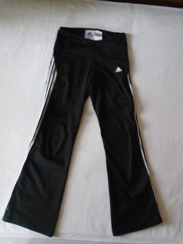 Bez sa original - Srbija: Original Adidas trenerka za devojčicu ili sitniju osobu. Etiketa sa