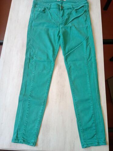 женские-брюки-новые в Азербайджан: Yasil salvar. Az geyinilib. Qiymet 10 man. Zaradan alinilib