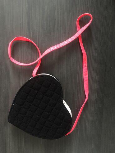 Sako crne boje - Srbija: Terranova torbica za devojčice u obliku srca boje su crna i neon roze