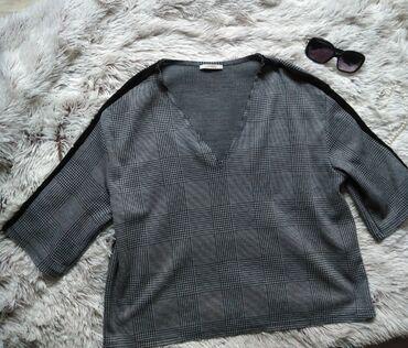 Zara oversize bluza, u perfektnom stanju. Odgovara i velicinama L/XL