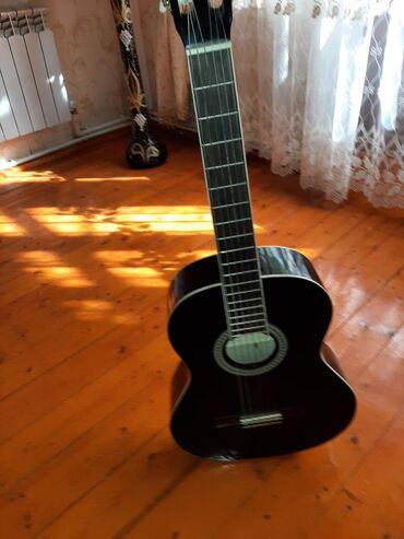 Klasik gitar kara regdir hec bir purablemi yoxdur