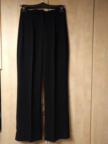 Crne pantalone ravnog kroja, elegantne, lepo padaju. Dužina 106 cm. - Palic