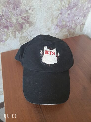 Продаю кепку. Носила всего раз.  Цена:350 сом