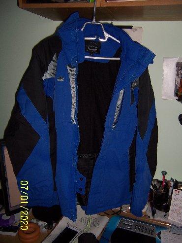 Prodajem zimsku ski jaknu sa unutrasnjim pojasom i kapuljacom koja - Belgrade