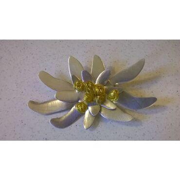 Άλλα - Ελλαδα: Καρφίτσα λουλούδι από μέταλλο