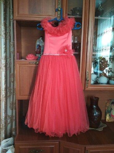 Бальное платье одели один раз на ёлку и теперь оно висит.Как новое