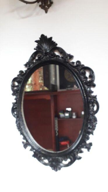 Ogledalo u metalnom ramu Ocuvano i prelepo srednje velicine