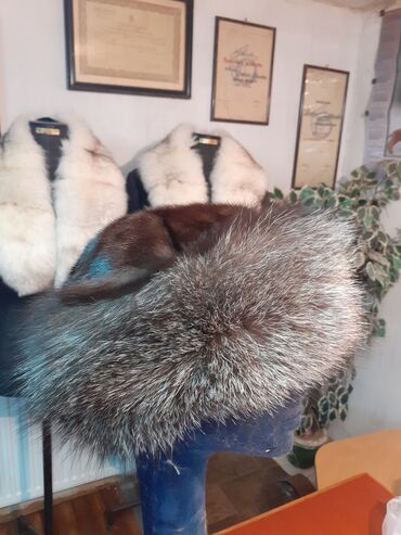 Avo krzno obim - Srbija: Tatarka od srebrne lisice i nerca. Obim 59cm. Prirodno krzno