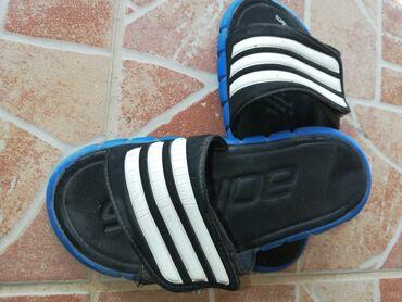 Dečije Cipele i Čizme - Varvarin: Akcija Reebok patike br34 i papuce adidas 35 sve je original cena za