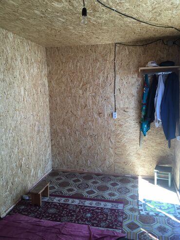 Гаражи - Бишкек: Продаю контейнер 20 тонник. Разделена на 2 части комната для спальни и