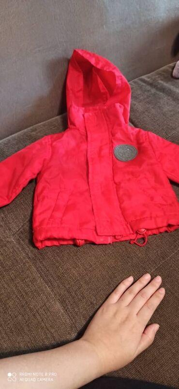 Куртка красная (0-5месяцев) Розовая комбинезон ( 6-12меся) Бежевые к