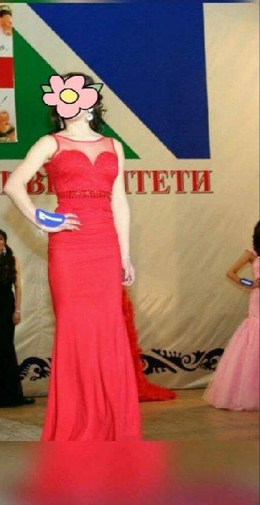 Женская одежда - Кызыл-Туу: Продаю вечернее платья в хорошем состоянии почти даром за открытой с