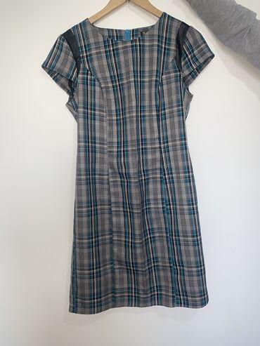 Женское платье, в хорошем состоянии длина до колен