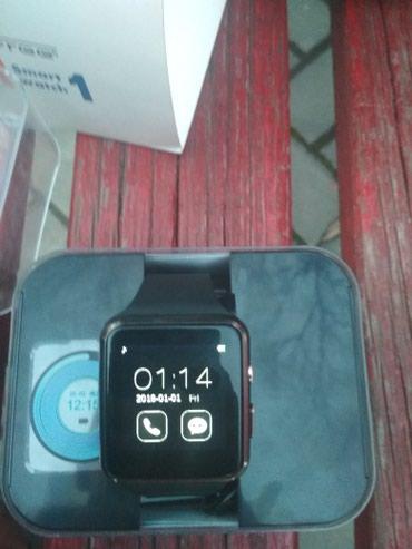 Наручные часы - Кок-Ой: Продаю смарт часы, есть слот для флешки и сим карты, язык английский и
