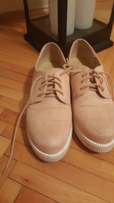 Nezno roze cipele br.41 ali manji kalup i odgovara br.40 (26 cm) - Pozarevac