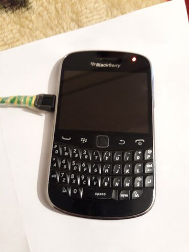 blackberry classic - Azərbaycan: Blekberi satılır zapças kimi platada prablem var ekran işleyir