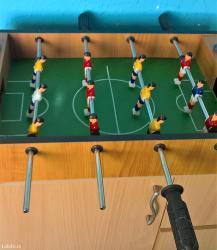 Stoni fudbal za igru. Nedostaje jedna crna plastična ručica(vidi se na - Beograd