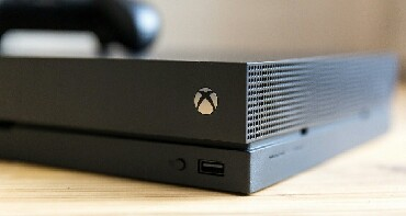 Mini one clubman - Кыргызстан: XboxONe X+Fallaut76 Два геймпада Полный комплект все есть. Цена 27000