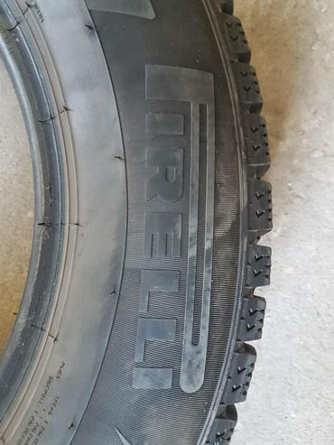 Зимные шины идеальные состояние размер.215.65р16. Цена 12.тысяч. за