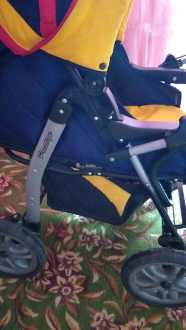 Продаю коляску в хорошем состоянии, фирменная привазная и прогулочная